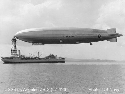 zeppelin-uss_los_angeles_moored_to_uss_patoka_1931